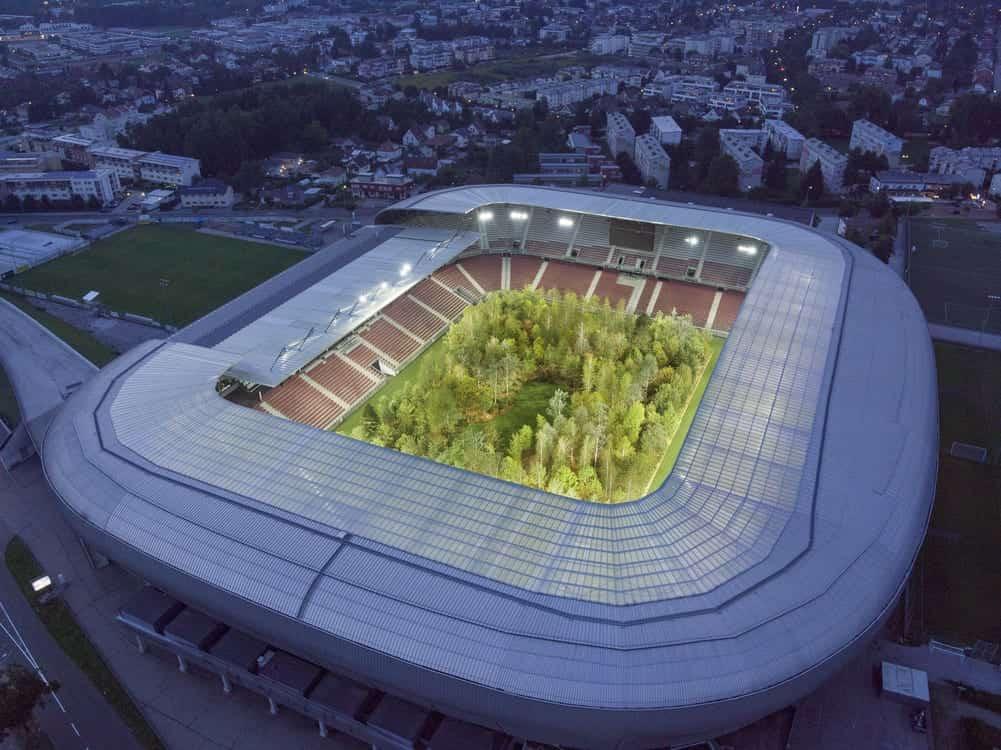 Klaus Littmann plante une forêt dans un stade de 30 000 personnes