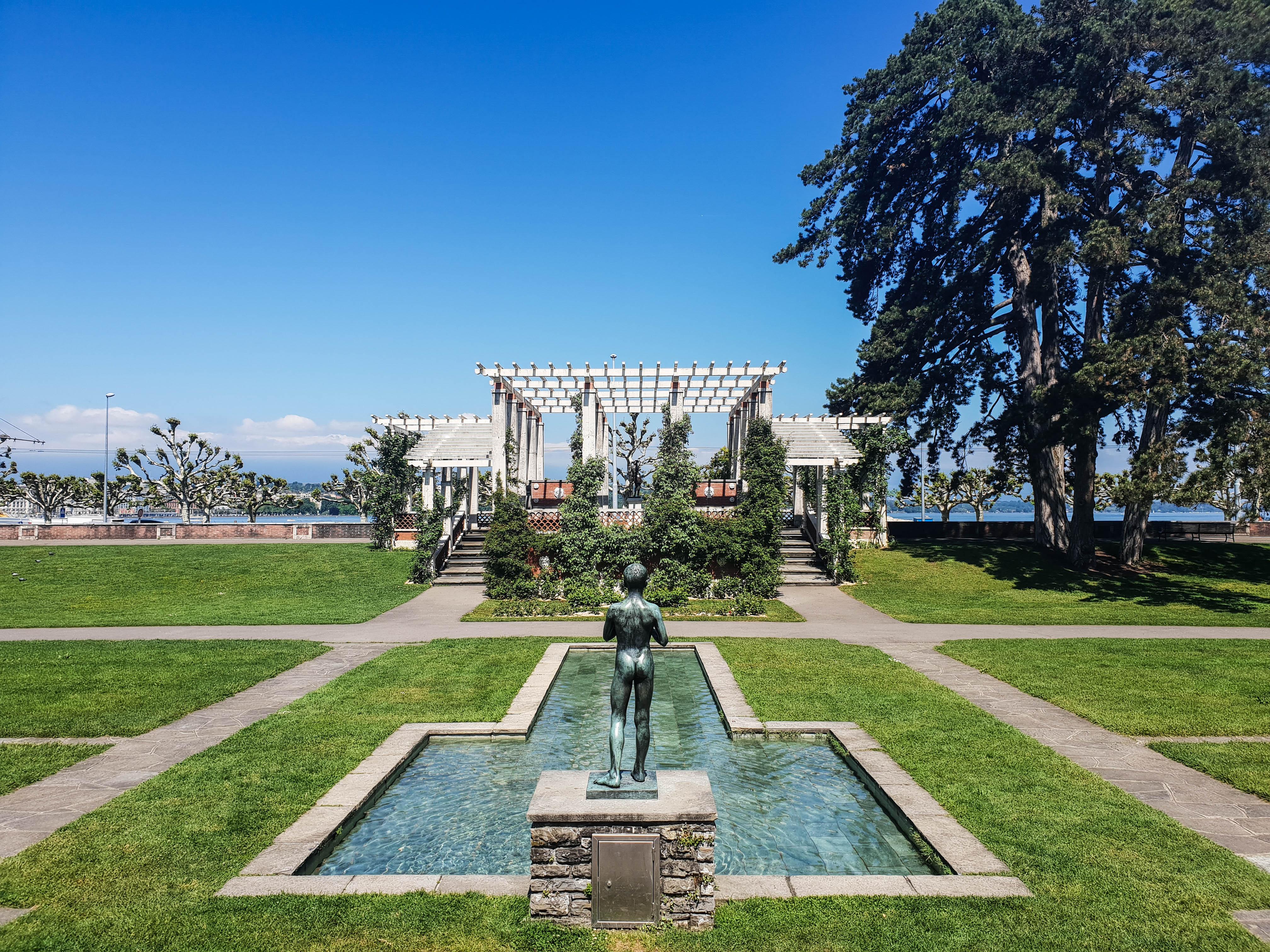 Visiter Genève en une journée roseraie du parc de la Grange