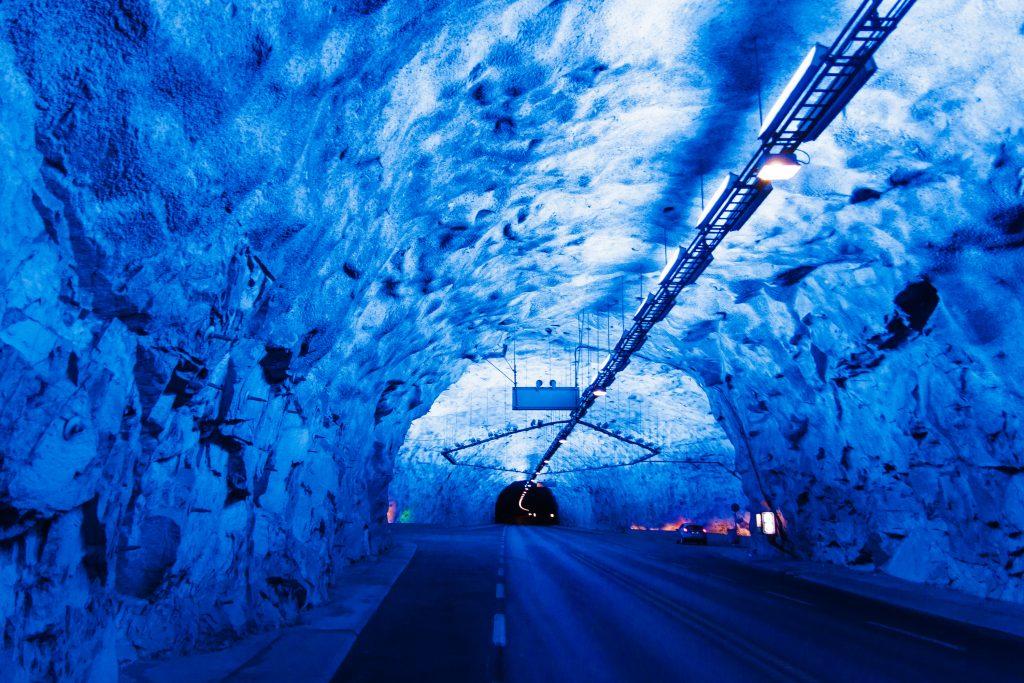 Voyager en Norvègepour voir le plus long tunnel routier du monde